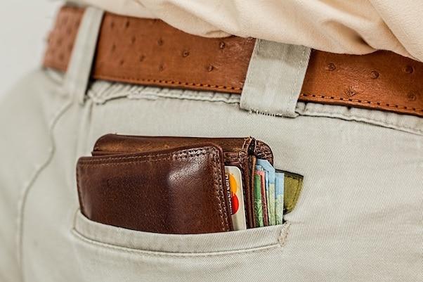 Porte-feuille avec des cartes bancaires