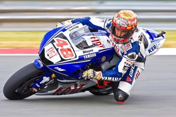 moto de course roulage piste