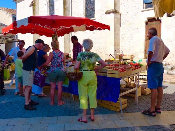 Vente de fruits et legumes sur le marché